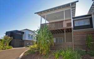 Unit 39 Kula Beach Shacks - 42 Boardwalk Blvd Mount Coolum, 500 BOND, LINEN INCLUDED - Marcoola
