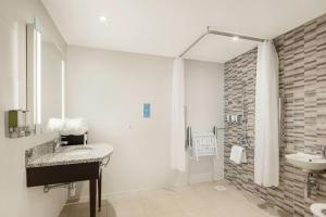 Hampton by Hilton London Stansted Airport (5 of 25)