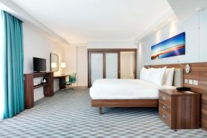 Hampton by Hilton London Stansted Airport (2 of 25)