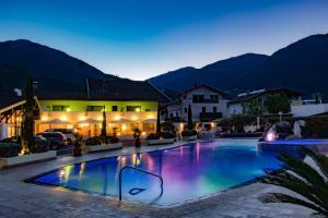 Schlosshof Charme Resort – Hotel & Camping - Postal