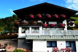 Pension Vier Jahreszeiten - Accommodation - Saalbach Hinterglemm
