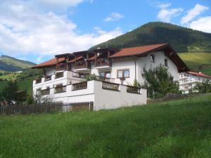 Ferienhaus Auer - Hotel - Nauders