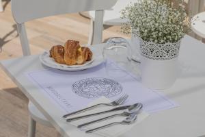 BORGOBELTRANI, Bed and Breakfasts  Trani - big - 56