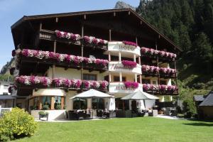 Verwöhn-Harmoniehotel Mandarfnerhof - Hotel - Sankt Leonhard im Pitztal