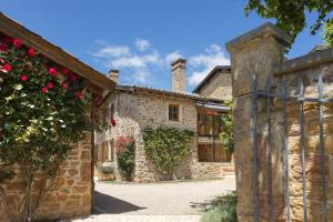 Location gîte, chambres d'hotes Hôtel le Savigny, Logis dans le département Rhône 69