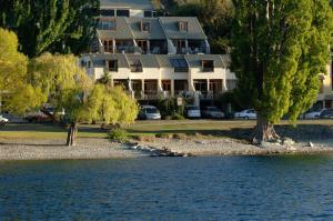 Queenstown Lakefront Hotel