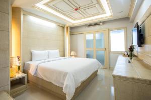 Golden Dragon Suvarnabhumi Hotel - Ban Bang Lamphu