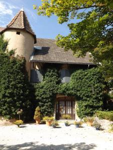 . Château de Passières