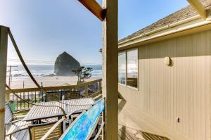 Haystack Views Vacation Rental, Holiday homes  Cannon Beach - big - 3