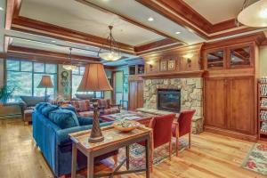 Eagle Springs East 402: Buffaloberry Suite