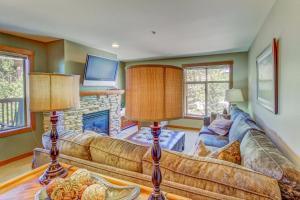 Powderhorn Lodge 210: Blazing Star Suite