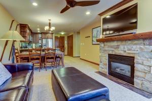 Powderhorn Lodge 408: Rustic Mountain Suite