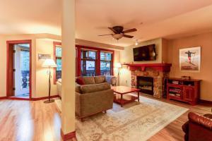 Eagle Springs East 207: Resting Moose Suite
