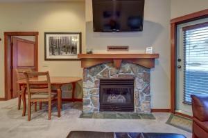 Eagle Springs East 107: Lady Fern Suite