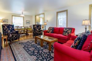 789 Alexander St Home
