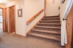 Okemo Trailside 23B, Lower Level - Hotel - Ludlow
