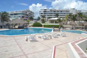 Brisas 10 Beachside Suites - Cancún