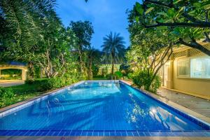 Bangkok Grand Villa with private Pool - Ban Tambon Bang Khae