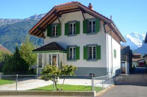 Jungfrau Family Holiday Home - Hotel - Matten