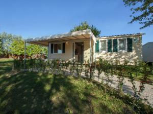 Modern furnished chalet with AC, 4km from Sirmione - AbcAlberghi.com