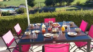 Domaine 3 Soleils, Bed & Breakfast  Labastide-de-Lévis - big - 76