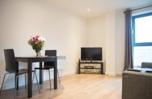 Modern Two Bedroom City Centre Apartment