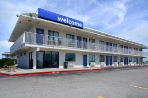 Motel 6 Galveston - Village of Tiki Island