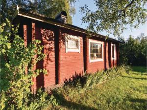 Three-Bedroom Holiday Home in Langhem - Gothenburg