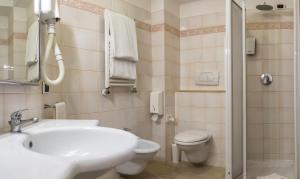 Excel Hotel Roma Ciampino, Szállodák  Marino - big - 42