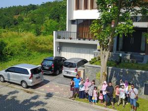 Villa Bogor Nirwana, Nyaralók  Bogor - big - 2