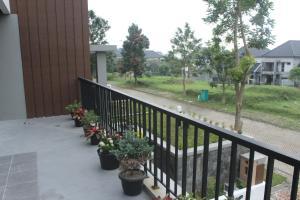 Villa Bogor Nirwana, Nyaralók  Bogor - big - 19
