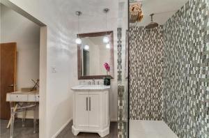Coolest House in the Village by Beachside Management, Dovolenkové domy  Siesta Key - big - 44