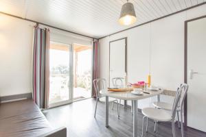 Location gîte, chambres d'hotes Village Vacances Le Parc Des Chênes (by Popinns) dans le département Var 83