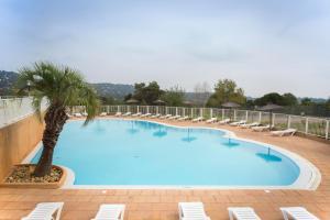 Location gîte, chambres d'hotes Village Vacances Le Parc Des Chênes by Popinns dans le département Var 83