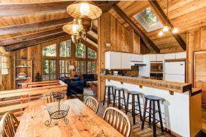 17B Tyler's Timber Lodge, Prázdninové domy  Wawona - big - 9
