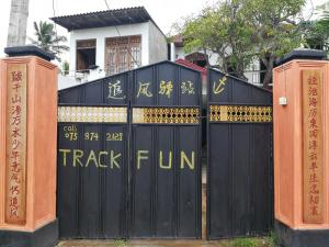 Track fun guesthouse, Homestays  Galle - big - 24