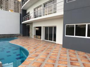 Swimming pool & Beach, en La Marina, Apartmány  Mazatlán - big - 16