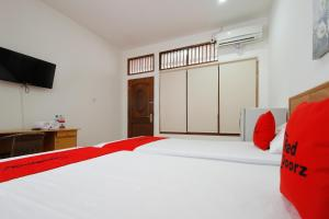 RedDoorz Plus near Plaza Indonesia, Guest houses  Jakarta - big - 5