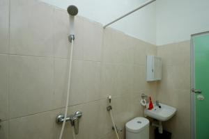 RedDoorz Plus near Plaza Indonesia, Guest houses  Jakarta - big - 16