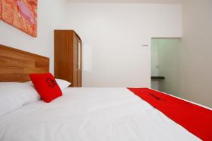 RedDoorz Plus near Plaza Indonesia, Guest houses  Jakarta - big - 13