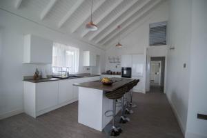 Modern Eshae Living Beach House - Blue Hole