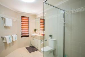 Whitsunday Ocean Melody Deluxe Villa, Alloggi in famiglia  Airlie Beach - big - 17