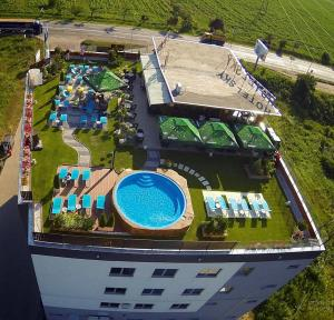 Sky Hotel, Отели  Орадя - big - 28