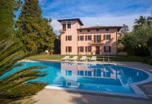 Luxury Villa Sirmione - AbcAlberghi.com