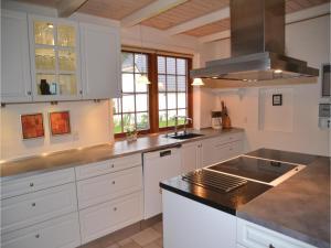 Five-Bedroom Holiday Home in Norre Nebel, Prázdninové domy  Nørre Nebel - big - 39