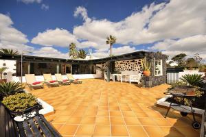 Casa Amaia, Tias
