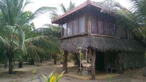 Light House Beach Hut - Mirahala