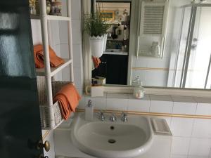 Terrazza Pavone, Apartmanok  Aci Castello - big - 25