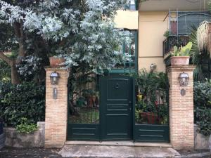 Terrazza Pavone, Apartmanok  Aci Castello - big - 45