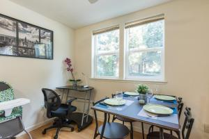 Startup-Friendly 1BR in MV, 5min to Castro St+ AC!, Apartments  Mountain View - big - 19